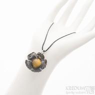 Pětilístek - nerezový kovaný přívěsek a tygří oko - produkt SK2582 - zavěšení na očko