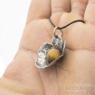Pětilístek - nerezový kovaný přívěsek a tygří oko, produkt SK2583