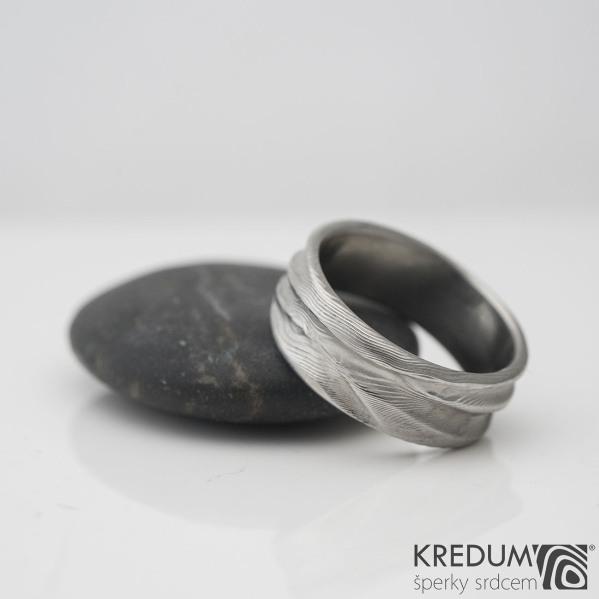 Pán vod - Snubní prsten damasteel, struktura dřevo - SK983