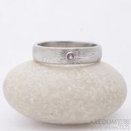 Prima a broušený ametyst 2,5 mm do bílého Au - vel 64, šířka 5,5 mm, dřevo 75% SV, profil B - Damasteel prsten