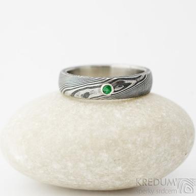 Prima a broušený smaragd do 2 mm ve stříbře, dřevo - Zásnubní prsten damasteel