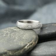 Prima a čirý diamant 1,5 mm, voda - 49, šířka 4 mm, tloušťka 13,6 mm, lept 75% SV, B - Damastele snubní prsteny, SK2117