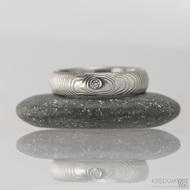 Prima a čirý diamant 1,7 mm, čárky - 55, šířka 4,8 mm, tloušťka 1,8 mm, lept 75% SV, profil B  - Snubní prsten damasteel, S1467 (2)
