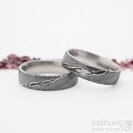 Prima a diamant 1,7 mm a Prima - šířka 5,5 mm, dřevo, 100% zatmavený,lesklý, profil E - Damasteel snubní prsteny
