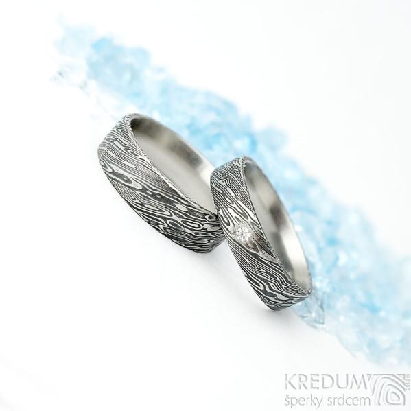 Prima a diamant 2 mm - šířka 5 mm a Prima - šířka 6 mm, oba dřevo lept 75 TM, vel 57, střední tl. profil F - Damasteel prsteny - K 1611