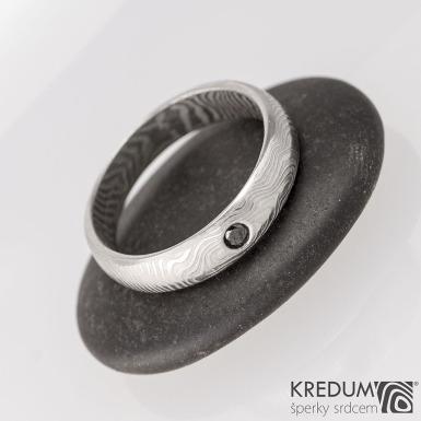 Prima line a černý diamant 1,7 mm - čárky - Snubní prsten kovaná nerezová ocel damasteel, S1634