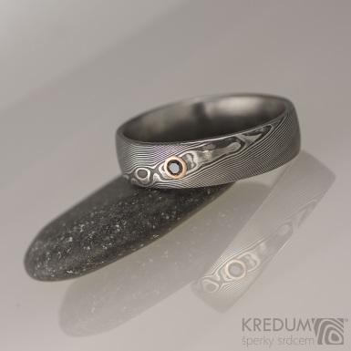 Snubní prsten damasteel dřevo - Prima a černý diamant 1,7 mm v červeném zlatě
