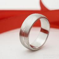 Prima, snubní damasteel prsten, struktura dřevo - velikost 51, šířka 6 mm, tloušťka 1,6 mm, lept 75% - světlý, profil B