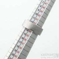 Prima dřevo - 53,5, leptaný vnitřkem, šířka 7 mm, tloušťka 2 mm, lept 25% SV, F - Snubní prsten damasteel SK2114 (6)