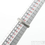 Prima dřevo - 53, šířka 4 mm, tloušťka 1,4 mm, lept 75SV, A - Damasteel snubní prsteny - SK2116