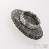 Siona a čirý diamant 2,3 mm - Snubní prsten kovaná nerezová ocel damasteel, S1657