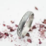 Prima - dřevo - Snubní prsten damasteel - velikost 50, šířka 3,7 mm, profil D, lept 75% - zatmavený - SK2740