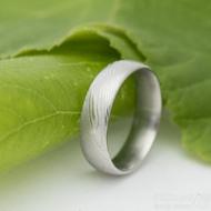 Prima - dřevo - Snubní prsten damasteel - velikost 54, šířka 5,4 mm, tloušťka stěny 1,7 mm, profil D, lept 50% - produkt SK2765