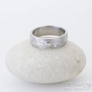 Prima Jupiter, voda - 52, šířka 5,8 mmm 1,5 mm, 75% SV, profil B, diamanty 1,5 mm, bílé Au - Zásnubní prsten damasteel, SK2506 (3)