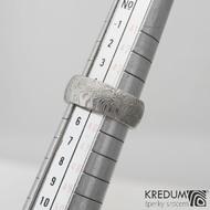 Prima kolečka - Kovaný snubní prsten z oceli damasteel, velikost 45, produkt č. 992