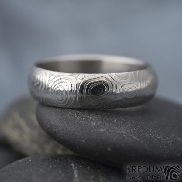 Prima kolečka - Kovaný snubní prsten z oceli damasteel, SK1279