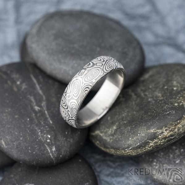 Prima kolečka - Kovaný snubní prsten z oceli damasteel, SK1616