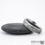 Prima line a černá diamant 2,3 mm - 54, šířka 5 mm, struktura dřevo 75% TM, profil D - Damasteel snubní prsteny - K 1157 (7)