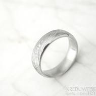 Prima  line a čirý diamant 1,7 mm - velikost 53, šířka 5,5 mm, voda lept 75% SV, profil E - Damasteel snubní prsteny k 1380
