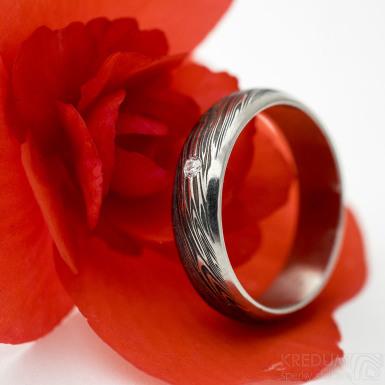 Prima line a čirý diamant 1,7 mm - voda - Snubní prsten damasteel, SK3042