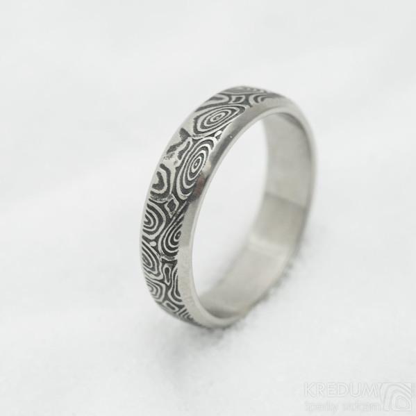 Prima line, kolečka - 56,5, šířka 5 mm, tloušťka 1,5 mm, lept 75% TM - Snubní prsten z oceli damasteel, SK3038