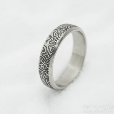 Prima line, kolečka - 56,5, šířka 5 mm, tloušťka 1,5 mm, lept 75% TM - Snubní prsten z oceli damasteel, SK3038 (3)