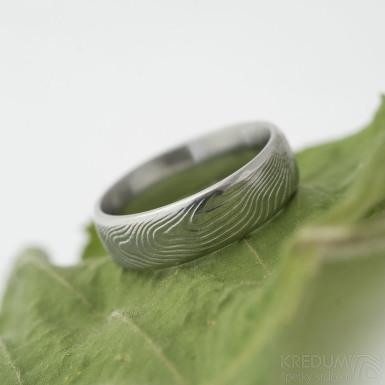 Prima line - překované dřevo 75% SV, profil E, velikost 53, šířka 5,5 mm - Damasteel snubní prsten