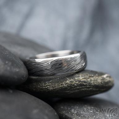 Prima line - vel 55, šířka 5,7 mm, tloušťka 1,7 mm, lept 75% TM, profil B - Snubní prsten kovaná nerezová ocel damasteel, SK1613 (4)