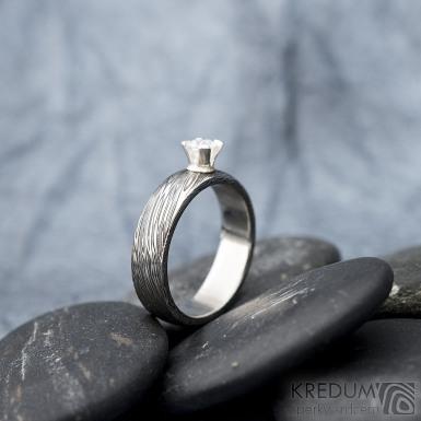 Prima Princezna zirkon 4,5 mm - 53, š 5mm, tl 1,8 mm, korunka 3,5 mm, voda 75TM, B - damasteel zásnubní prsten, SK1638