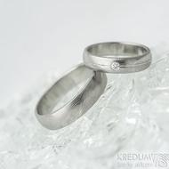 Prima s linkou a diamant 2 mm - 49, š 4 mm, tl 1,6 mm a Prima - 60, š 5 mm, dřevo - lept 25%SV, B - Damasteel prsteny - k 1469