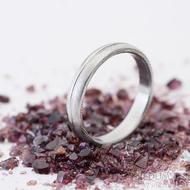 Prima s linkou - Snubní prsten, kovaná nerezová ocel damasteel, struktura dřevo, lept 75% - světlý, vnitřek hladký