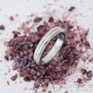 Prima s linkou - Snubní prsten, kovaná nerezová ocel damasteel, struktura dřevo, velikost 56, šířka 4 mm - produkt SK2462