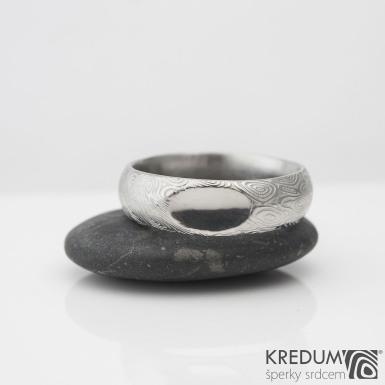 Prima a ozdoba -  struktura atypická kolečka - Kovaný snubní prsten z oceli damasteel, S2095