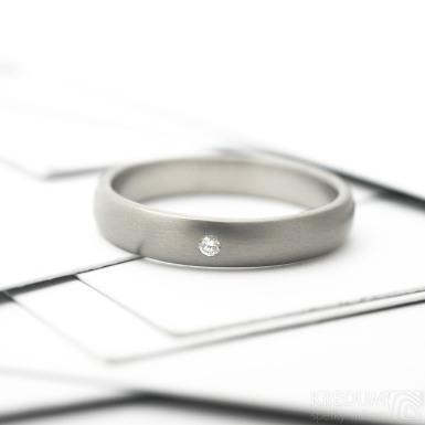 Klasik titan matný a čirý diamant 1,5 mm - Prsten kovaný