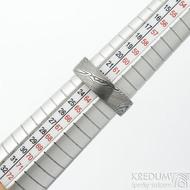 Prima - velikost 63, šířka 6,5 mm, tloušťka 1,7 mm, struktura dřevo - lept 75% TM, profil F - Damasteel snubní prsten - sk1859