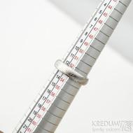 Prima - vítr, velikost 53,5, šířka 4,6 mm, tloušťka 1,8 mm, lept 25% světlý, profil B - Damasteel snubní prsteny - sk1709