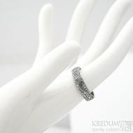 Prima vítr - velikost 56,5, šířka 5,2 mm, tloušťka 1,7 mm, lept 75% zatmavený, profil B - Snubní prsten damasteel, SK1706