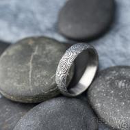 Prima vítr - velikost 58,5, šířka 5 mm, tloušťka 1,6 mm, 100%TM, profil B - Snubní prsten damasteel, SK1708 (2)
