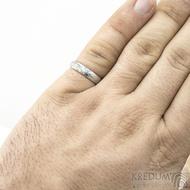 Prima - vítr - velikost 59, šířka 4,6 mm, tloušťka 1,6 mm, lept 75% světlý, profil B - Damasteel snubní prsteny - sk1705