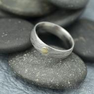 Prima voda a zlatý suk 3 mm - velikost 53, šířka 5 mm, tloušťka 1,5 mm, lept 50% SV, E - Damasteel snubní prsteny - k 1757 (4)