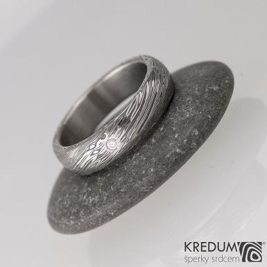 Snubní prsten nerezová ocel damasteel typ Prima, struktura voda, lept 75% zatmavený a čirý přírodní diamant o průměru 1,7 mm
