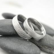 Snubní prsten damasteel Prima - voda - lept 50%, profil F