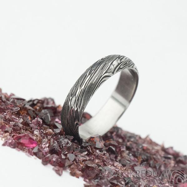 Prima voda - velikost 52, šířka 4,8 mm, tloušťka 1,5 mm, lept extra, profil A - Kovaný snubní prsten z oceli damasteel, SK2098 (5)