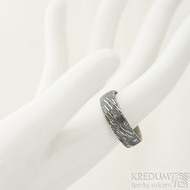 Prima voda - velikost 61, šířka 6,5 mm, tloušťka 1,7 mm, lept 100% TM, profil E - Damasteel kované snubní prsteny - sk1981