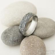 Prima voda - velikost 61, šířka 6,5 mm, tloušťka 1,7 mm, lept 100% TM, profil E - Damasteel kované snubní prsteny - sk1981 (4)