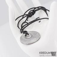 Kožená šňůrka pro zavěšení šperku kulatá - černá - na zavázání + přívěsek Vizia