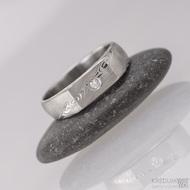 Prolili a čirý diamant 2 mm, dřevo - Kovaný zásnubní prsten damasteel