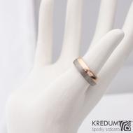 Columba red titan - Zlatý snubní prsten a titan