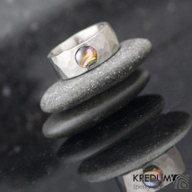 DRAILL titan matný a krásně probarvená perleť - Kovaný prsten