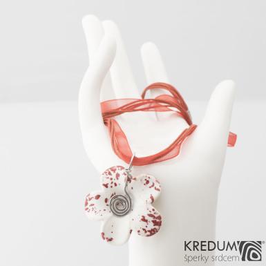 Originální přívěsek porcelánová kytička - červená, produkt č. 2117